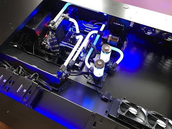 Lian Li DK-05 Liquid Cooled Build 3